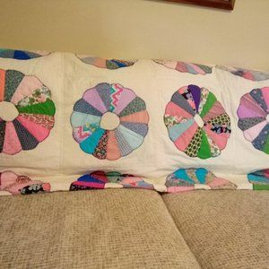 Vintage Hand Crafted Dresden Plate Quilt